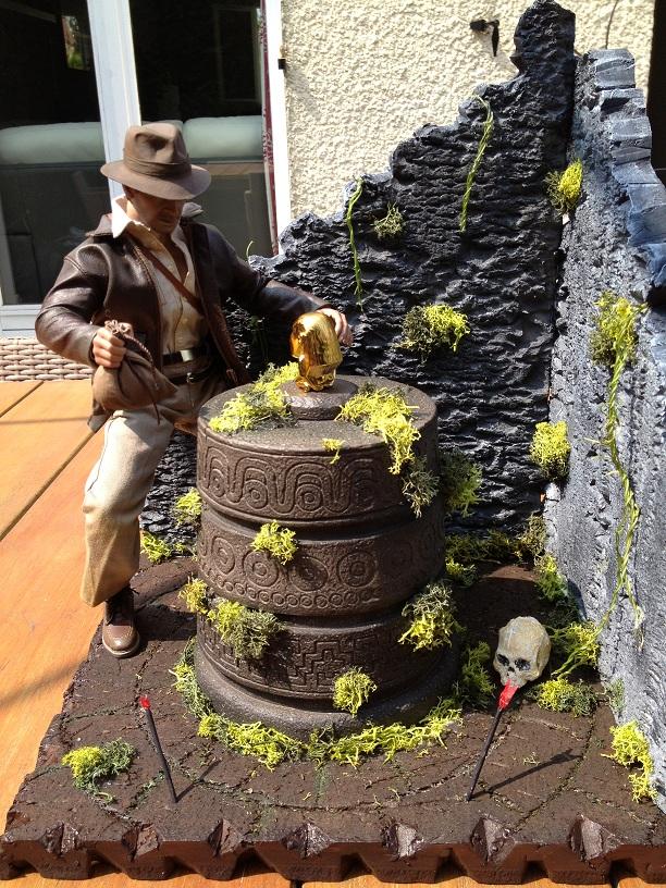 Diorama Indiana Jones Hot Toys ( Terminé ) Img_0375-36afcde